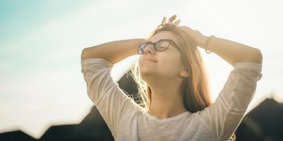 Stay Happy and Healthy By Avoiding These Unhealthy Ways to Deal with Stress